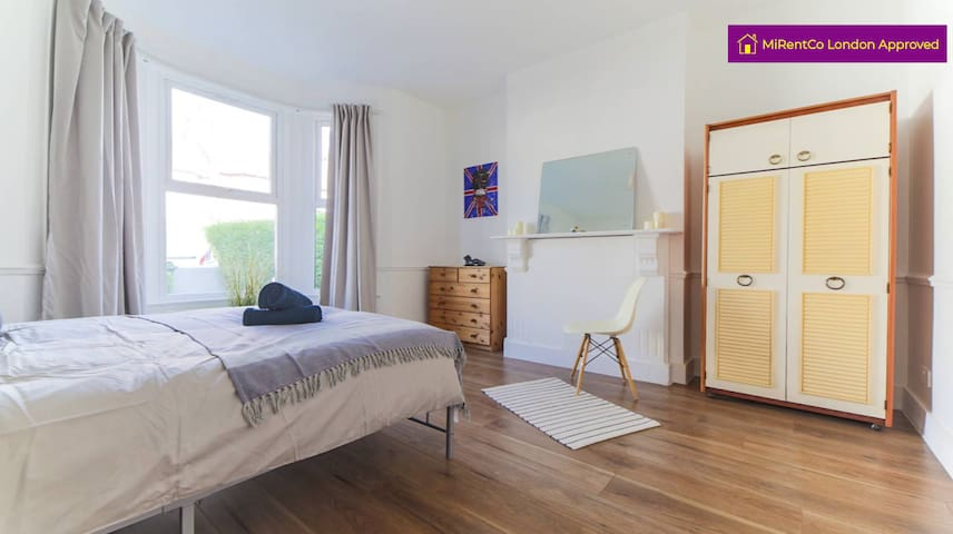*Massive Dbl Room in a great house share in NW10*