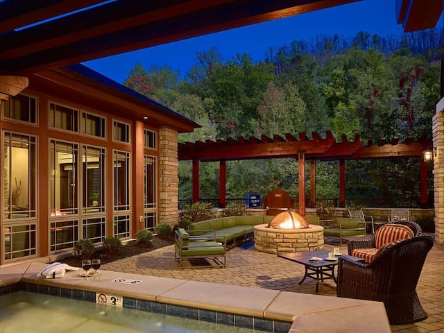 Extraordinary Suite Two Double Beds At Gatlinburg