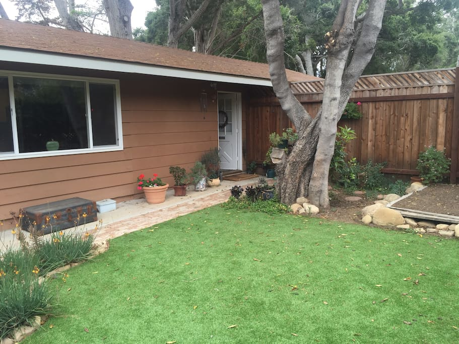 Spacious private yard