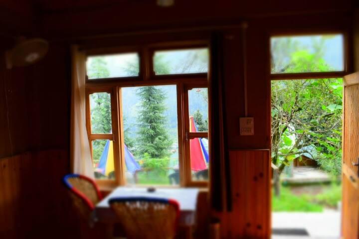 A pine wood Cottage  Himalaya ( I feel himalaya)