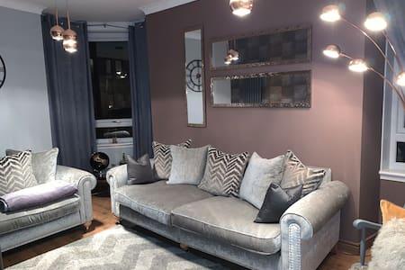 Central, Newly refurbished LG Flat
