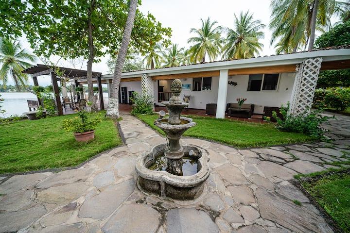 Linda casa familiar Barra de Santiago, zona segura