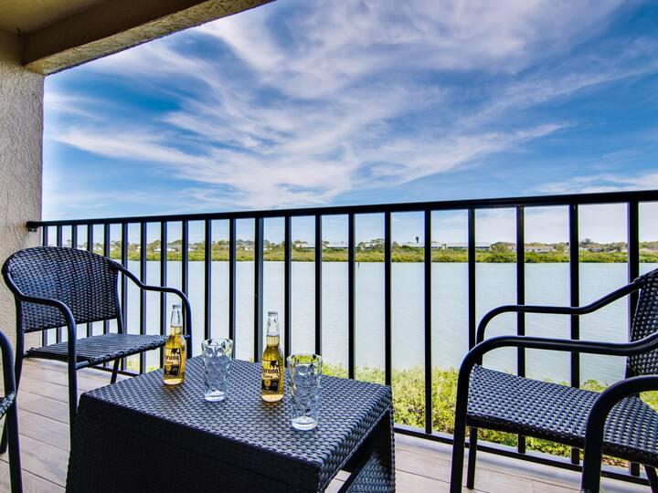 Sea Club 32 Remodel Condo Corner-Unit w/ Water view and Private Balcony.