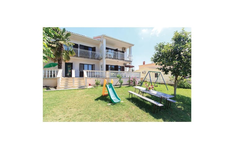 Holiday apartment with 2 bedrooms on 76m² in Peroj
