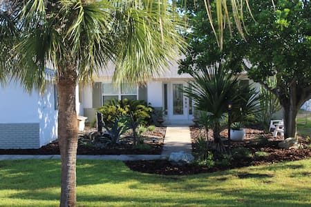 4BR Beachside Island life, Professionally cleaned!