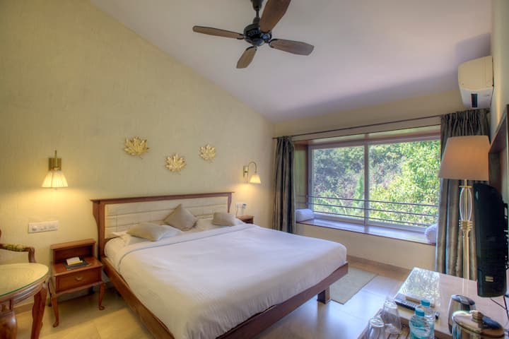 Cozy forest getaway for couples in Mahabaleshwar.