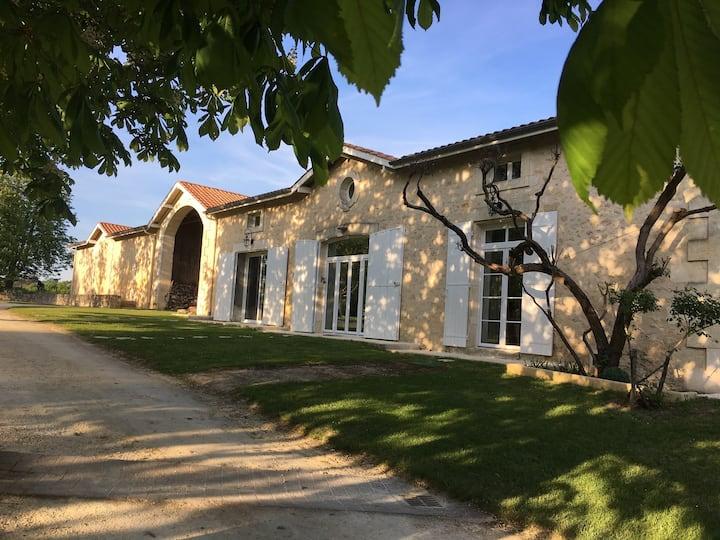Villa de charme avec piscine   Domaine de Périnot
