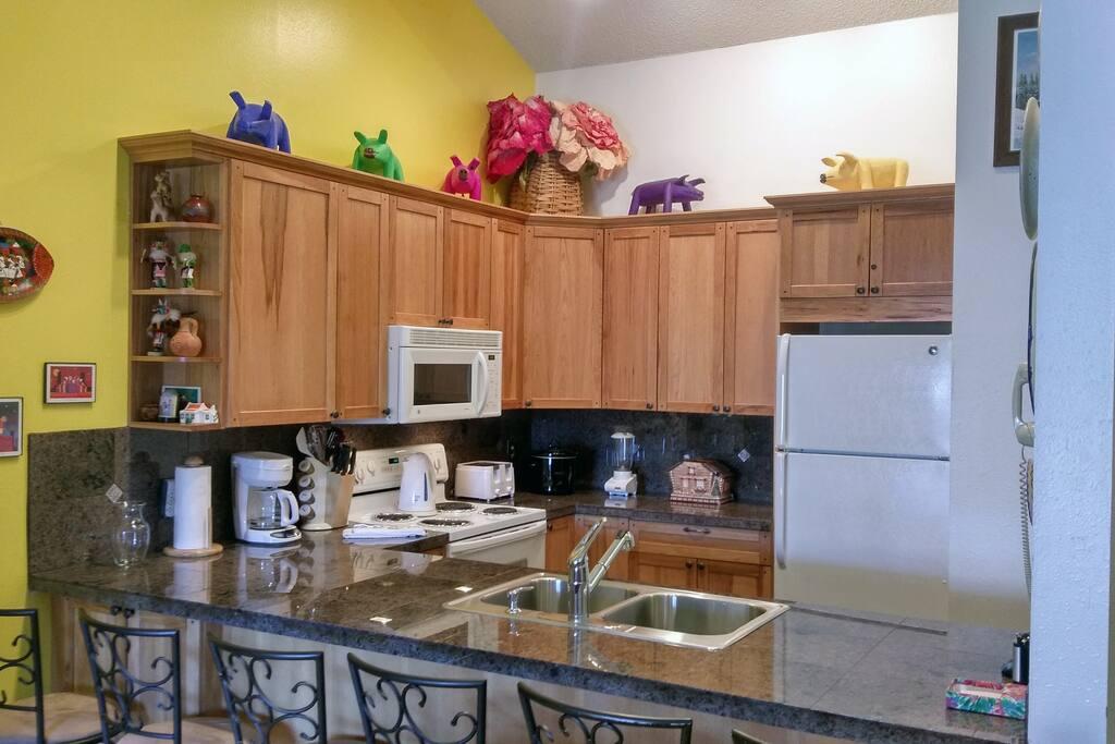 Beaver Creek West Condo C-4 kitchen with breakfast bar