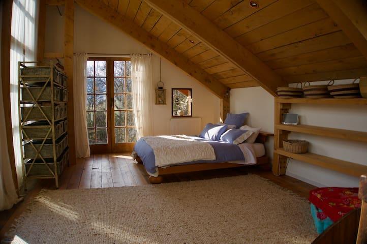 Master bedroom (Queen  pure organic Latex)