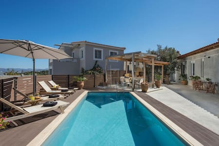 Roxanne Luxury Villa, Private Pool & Seaview