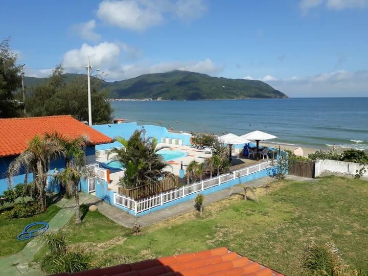 Casa de praia, pé na areia, beleza exuberante