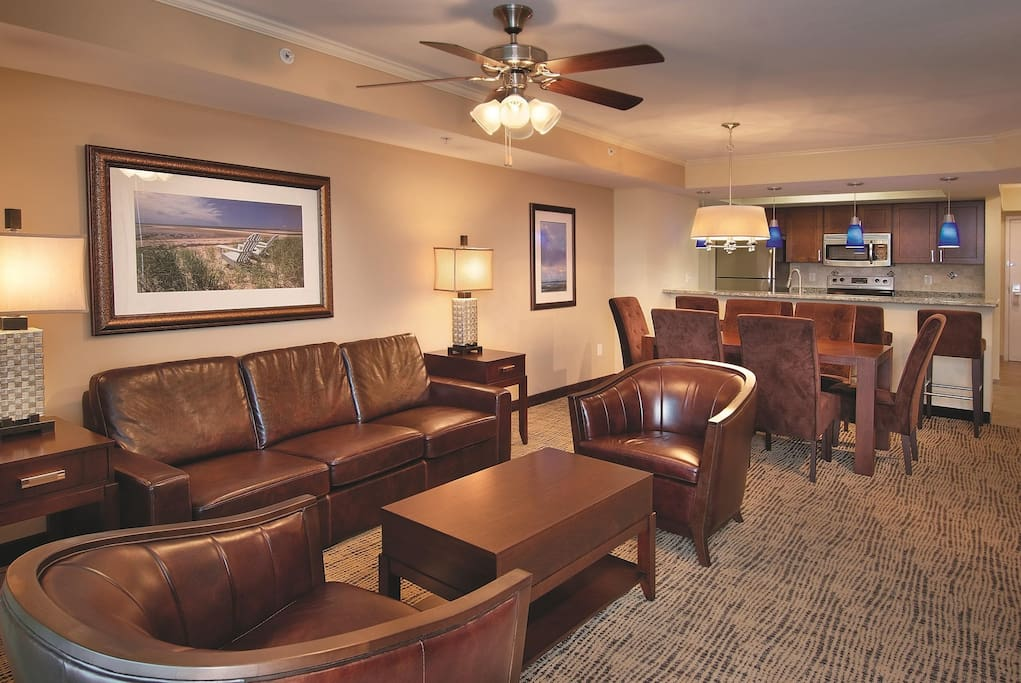 Wyndham Vacation Resort Towers on the Grove living room