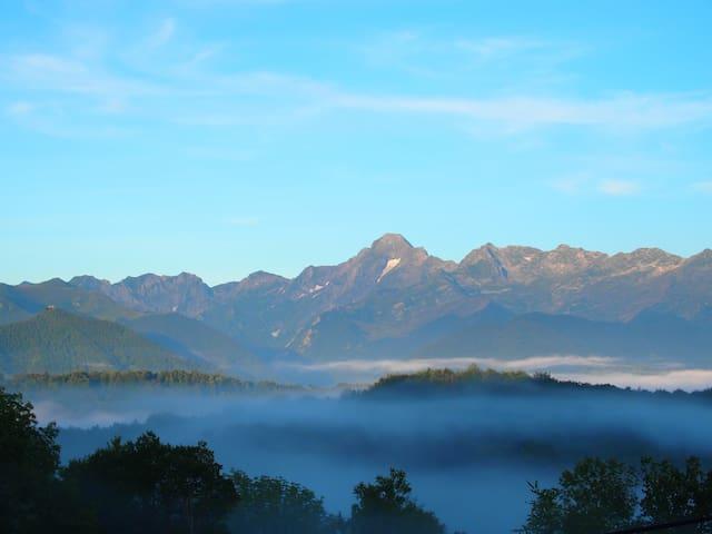 Vue de Quélébu vers Mont Valier