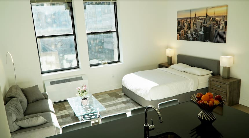 Luxurious hotel-like apartment in heart of FiDi