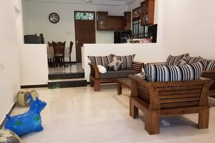 Lovely family-friendly villa close to the beach