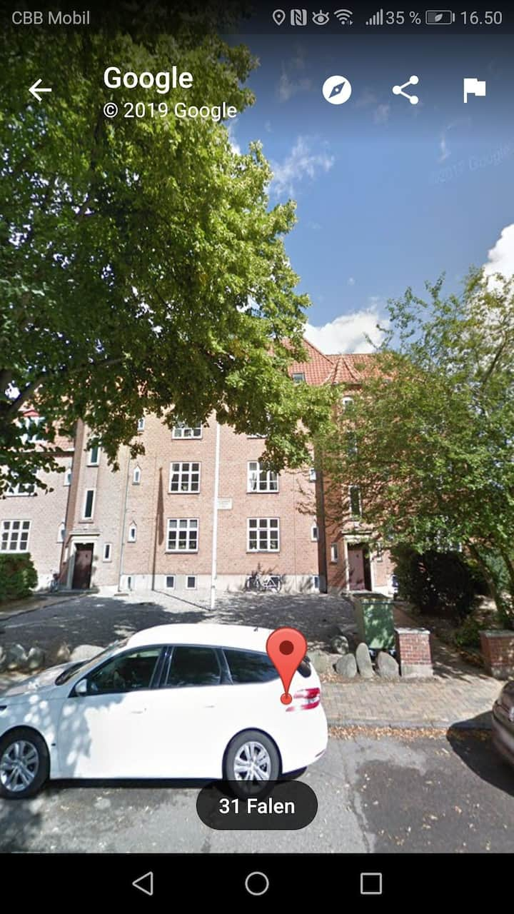 Flot og hyggelig lejlighed i hjertet af Odense.