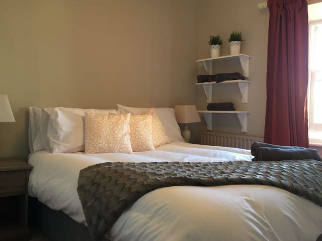 Cosy private double room 1 min walk to city centre - Kilkenny - Bed & Breakfast