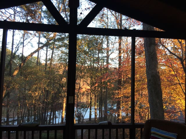 Lake~Mountain~Tree House on Hartwell!