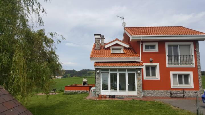 Casa con terreno cerca de Luanco