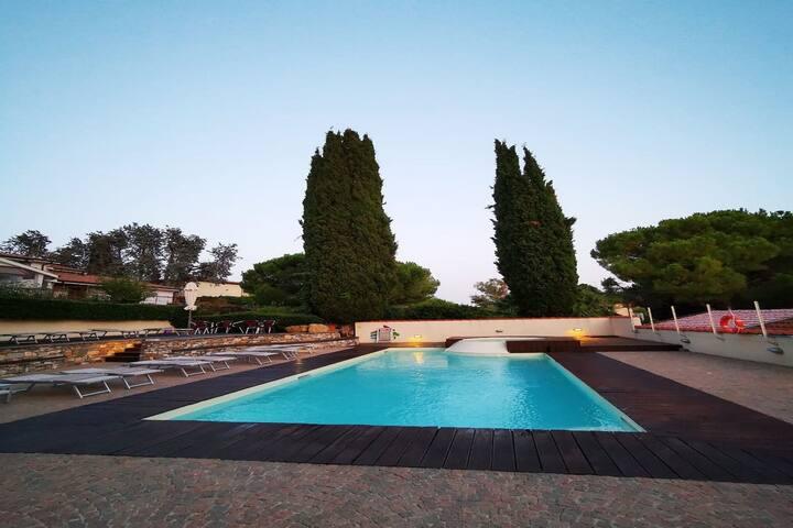 Agradable apartamento en Diano Castello con piscina