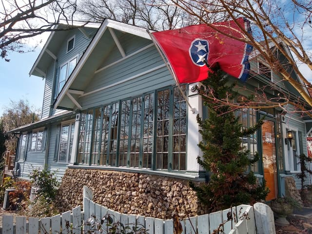Colville cottage- heart of north Chattanooga