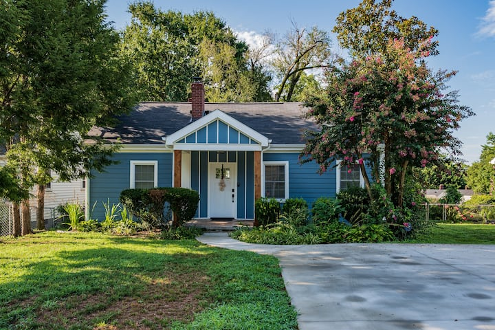 Open Hearth Cottage- 3 miles to Downtown + Furman