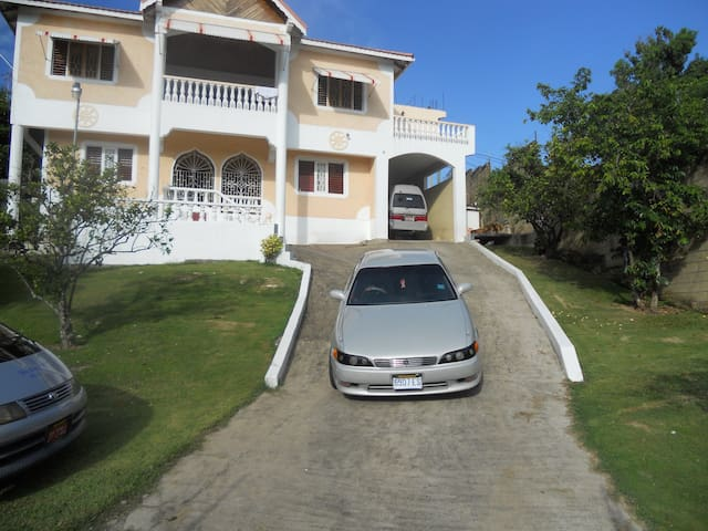 """Live like a local"" - Ocho Rios - House"