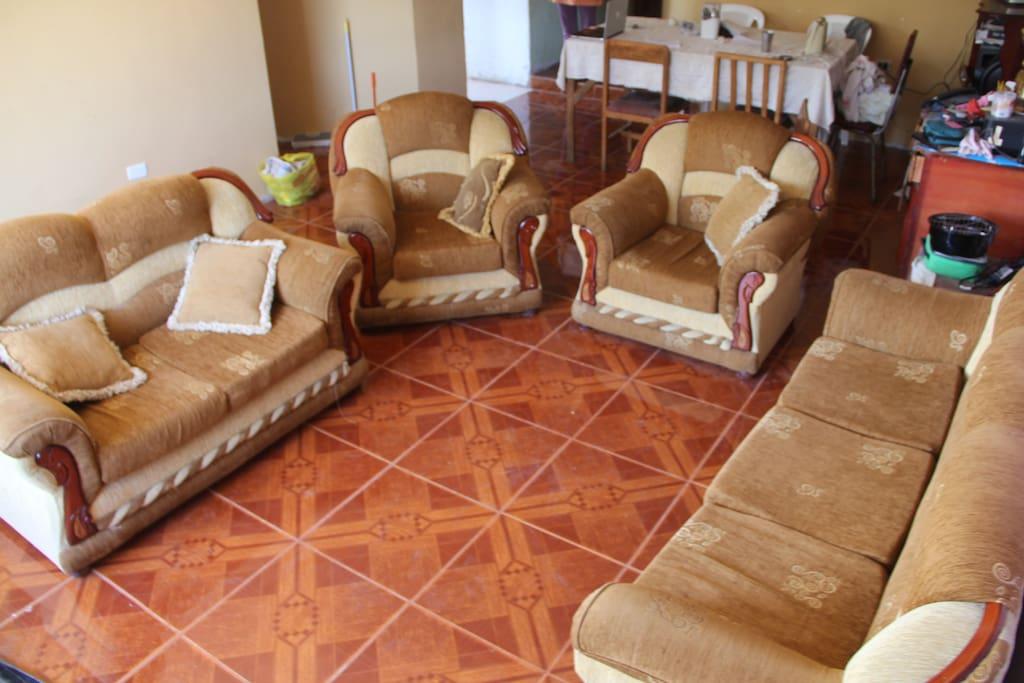 La sala de la casa... muy cómodo.