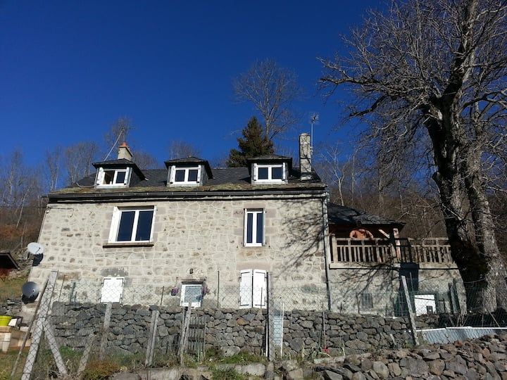 Maison typique en pierre de pays
