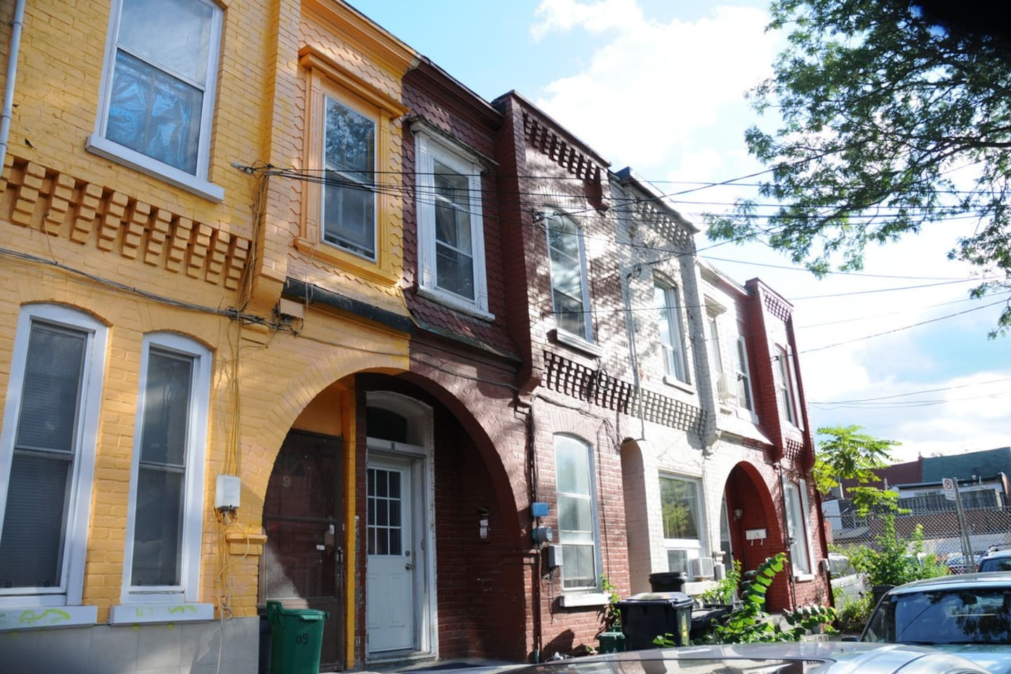 The apt is located in this famous 1888 building in one of 3 hidden streets in Kensington Market.