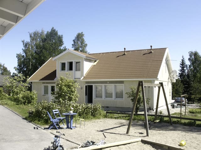 Large quiet Villa, 8-12 person Sauna terraces WIFI - Vantaa - Dom