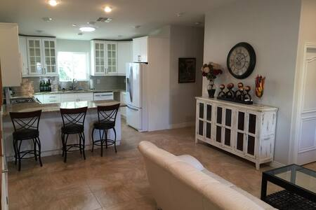 Private Guest House - 3BR + garage