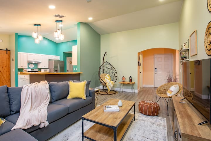 Your own Magical 4BR/2B Oasis, close to Parks