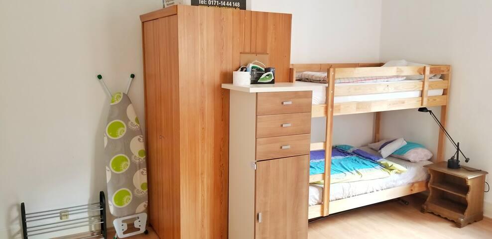 Helles großes Zimmer mit Kochnische, Sehr Zentral