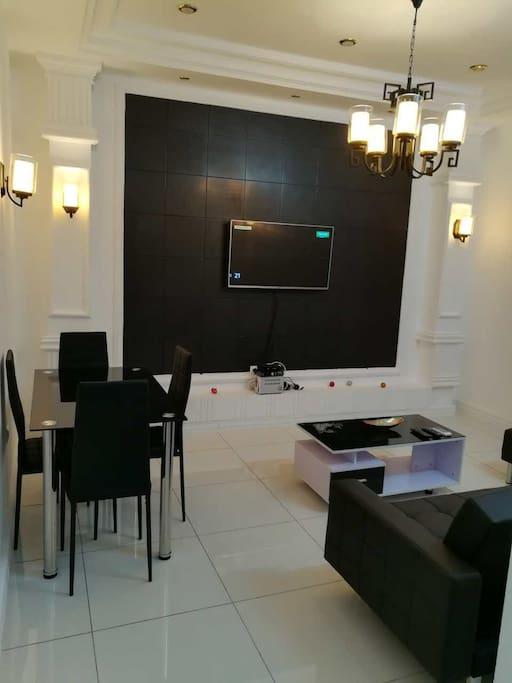 Living Room & Dinning room / Salon & Salle à Manger