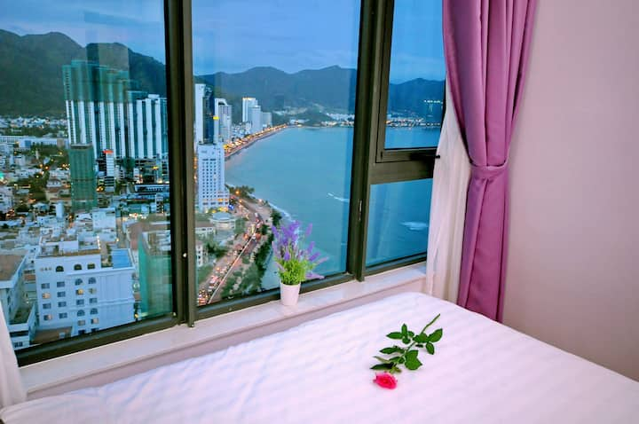 Super seaview 2 bedroom apartment by the bay