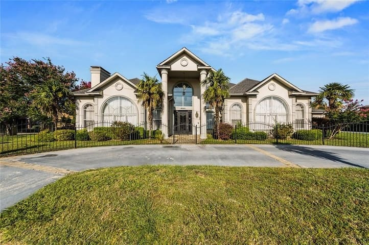 7,700 Square Foot Luxury 5BR Available