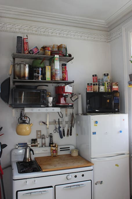 Cosy, well lit and fully stocked functional kitchen. Light breakfast included.