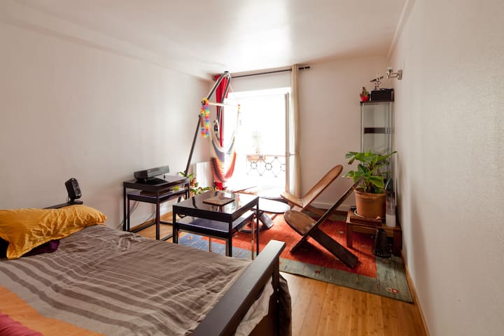 cozy flat for 2 in latin quarter