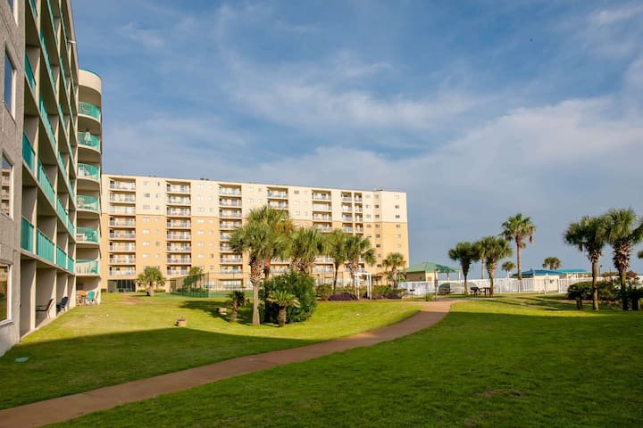 NEW LISTING! Beautiful condo with a gulf view and amenities galore - 1st Floor- Unit 5107