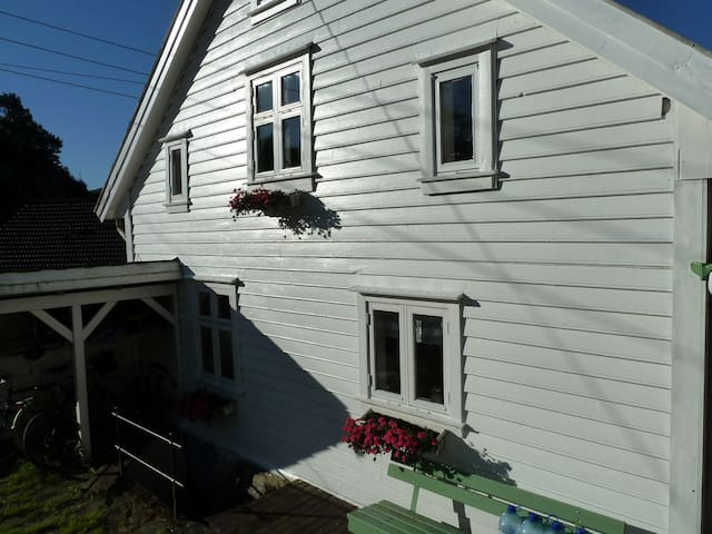 A cosey old house 40 m from the see in Strusshamn