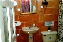 Baño Cuarto Rojo