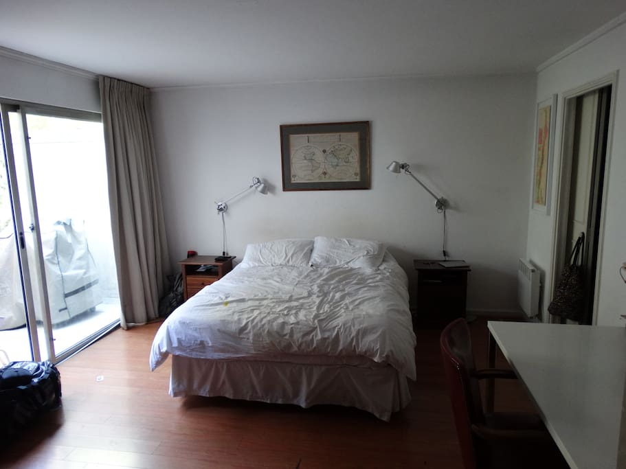 Dormitorio vista al Club Golf,TV Cable,Walking closet y baño.