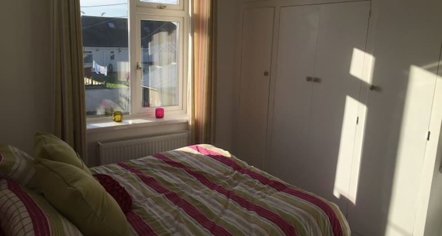 Newly refurbished large double room - Truro