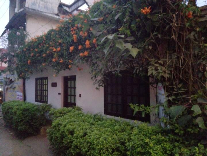 Cozy Munnar Cottage KRMNR001