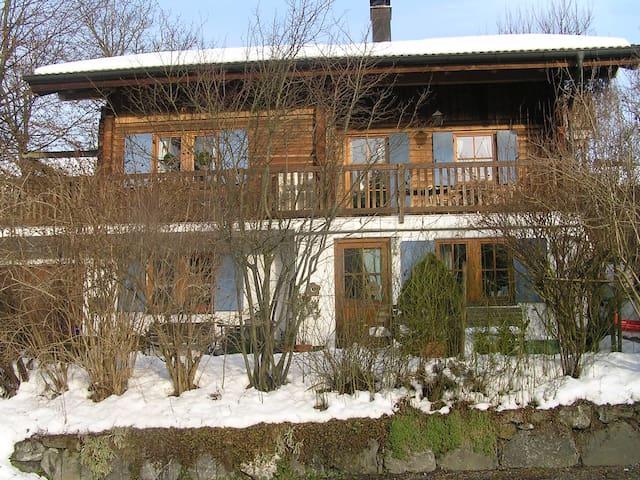 Gemütliches Gästezimmer mit Garten - Weißensberg - Casa