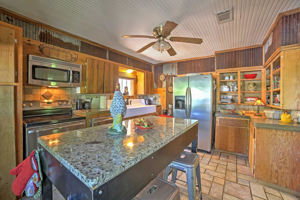 The gorgeous kitchen is fully equipped, making it easy for you to enjoy home-cooked meals.