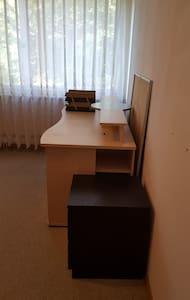 Schönes Möbiliertes Zimmer Nähe Flughafen - Illnau-Effretikon