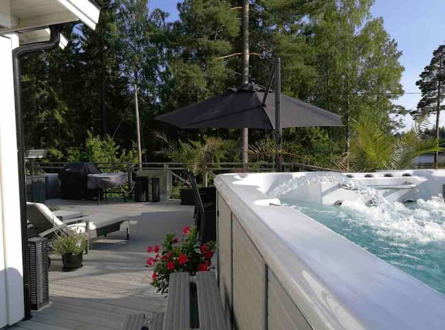 New House in Archipelago, Heated jacuzzi and pool!