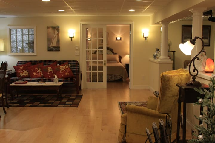 Elegant,Entire Suite, Private Entry - South Burlington